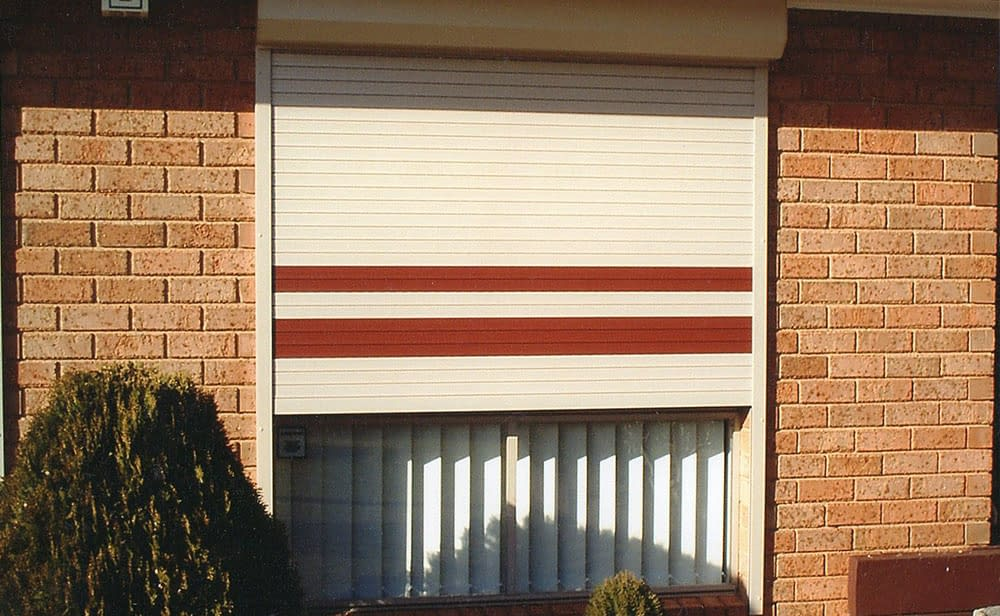 image of plantation-shutter-red-and-white